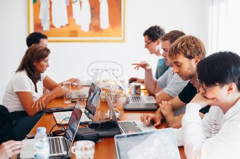 Cezame-conseil-externaliser-sa-strategie-inbound-marketing-dans-son-entreprise-industrielle-avantages-inconvénients